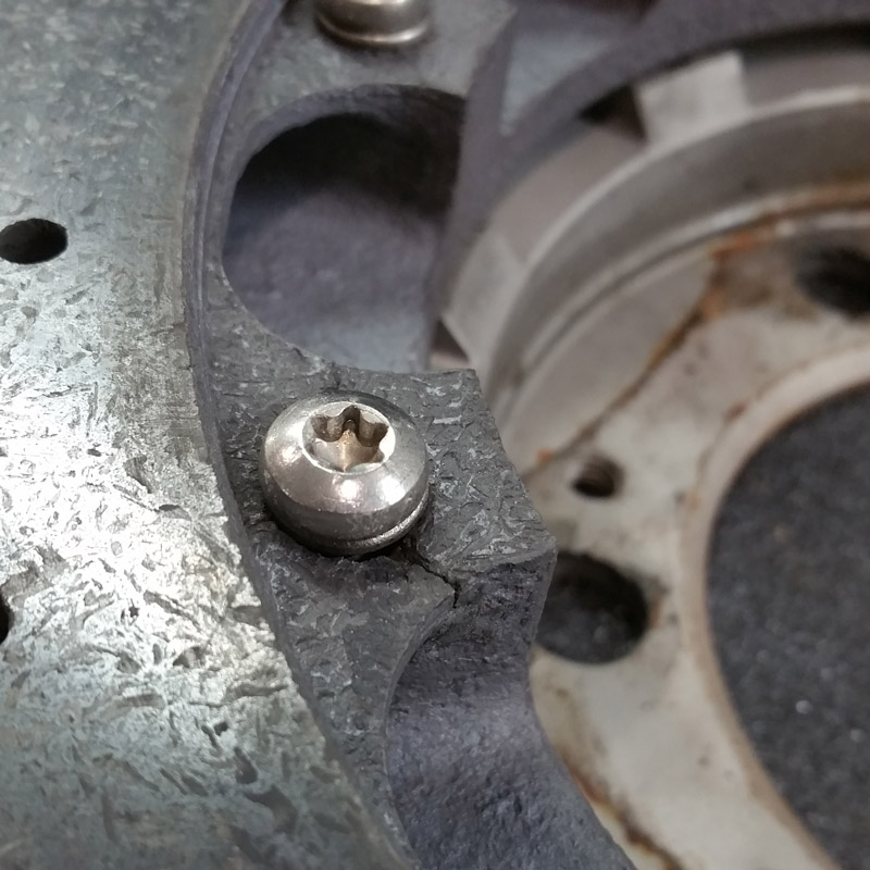 Defektes Befestigungselement Bremsscheibe